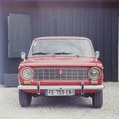Lada (Jean-Louis Piraux) Tags: capferret ektachrome200 kiev88 lada négatif vega120f28 car expired red