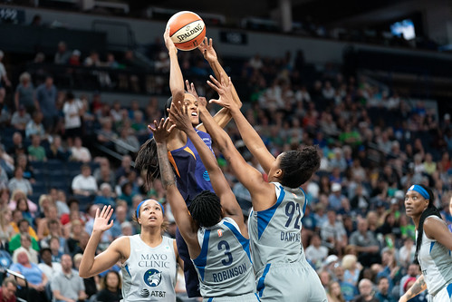 DeWanna Bonner shoots over defending Lynx players