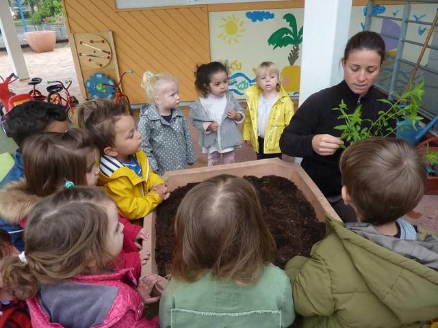 Photo 4 - Atelier jardinage à la crèche familiale