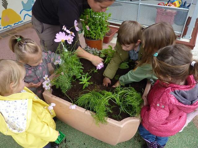 Photo 3 - Atelier jardinage à la crèche familiale