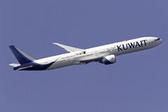 Kuwait Airways 777-300ER 9K-AOM at London Heathrow LHR/EGLL (dan89876) Tags: kuwait airways boeing 777 777300er 777369er b77w 9kaom london heathrow international airport takeoff 09r banking lhr egll