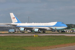 92-9000 VC-25A US Air Force (eigjb) Tags: 29000 929000 af1 air force one boeing 747 b747 vc25a usaf us president trump state visit military vip transport airliner aircraft airplane aeroplane plane spotting aviation london stansted airport egss 2019 747200 7472g4b window seat