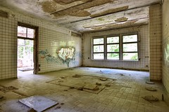 spa (robert.freitag) Tags: nikon nikond7200 tokina abandoned decay rotten room lostplaces