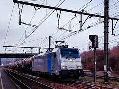 LINΞΛS 186 424-8 (ex 2863) met VTG keteltrein @ Diest (Avinash Chotkan) Tags: railpool trains lineas bombardier traxx br186 vtg cargo belgium