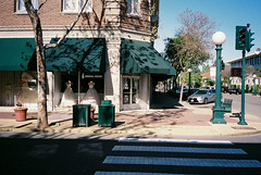 Green trim (bingley0522) Tags: olympusxa agfavista400 lodi smalltowns centralvalley urbanlandscape ordinarythings commonplacethings autaut