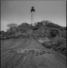phare de Biarritz (Hasselblad SWC) (Guy Baylacq) Tags: biogon38 swc btz hasselblad unjourjevaismecasserlagueule