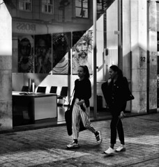 Adventurious look (Paul Audenaert) Tags: street bw people mensen straat zw black white portrait fuji xt1 nb monochrome noir blanc sign rue blackandwhite streetart streetphotography streetphoto streetlife streets streetga streetvision streetphotobw streetsvision streetphotographybw streetphotographers bnwcity fujifilmstreet fujifilmxseries fujixt1 fujifilm bnw bnwphotography