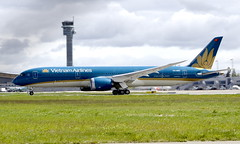 Vietnam VN-A868, OSL ENGM Gardermoen (Inger Bjørndal Foss) Tags: vna868 vietnamairlines boeing 787 dreamliner osl engm gardermoen