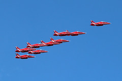 Guernsey Air Display 2019: The Red Arrows (cv880m) Tags: guernsey channelislands gb uk guernseyairdisplay 2019 aviation aircraft airplane jet fighter bae hawk raf rafa royalairforce smokeon airshow