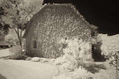 _DSC1224 Barn- Belanger Creek M22 (Charles Bonham) Tags: infrared sonya7r sonyzeissfe1635mmf4 belangercreek barn charlesbonhamphotography