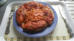 Pizza & Baked Beans - Why not? (andreboeni) Tags: pepperoni pizza beans bakedbeans food meal plate