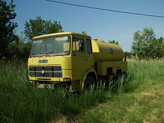 Unic 110PC Arroseuse Agde (34 Hérault) 03-06-19a (mugicalin) Tags: unic unictruck camionunic frenchtruck camionfrançais classictruck vintagetruck yellowtruck camionjaune citerne tanker camionciterne unic110pc 110pc arroseuse 34 hérault occitanie vertetjaune jauneetvert yellowandgreen greenandyellow fujifilm fujifilmfinepix fujifilmfinepixs1 s1 finepixs1 finepix watercart wasserwagen kolazavodu casse scrapyard junkyard rustycar epave abandonedcar schrottplatz cimetièresdevoitures 2019 lkw 10fav 20fav