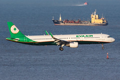 EVA AIR A321-211(WL) B-16227 006 (A.S. Kevin N.V.M.M. Chung) Tags: aviation aircraft aeroplane airport airlines airbus a321 a320series mfm macauinternationalairport spotting plane landing approach arrival sea ocean