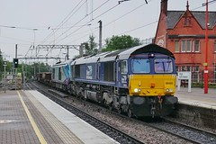 Wet Ol' Wigan (JohnGreyTurner) Tags: br rail uk railway train transport diesel engine locomotive wigan north western lancashire freight goods drs 66 class66 shed 68 class68 superskip engineers