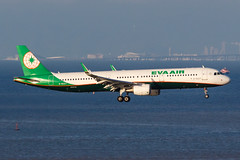 EVA AIR A321-211(WL) B-16227 004 (A.S. Kevin N.V.M.M. Chung) Tags: aviation aircraft aeroplane airport airlines airbus a321 a320series mfm macauinternationalairport spotting plane landing approach arrival sea ocean