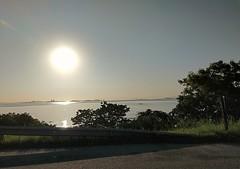 lá se vai mais um dia (lucia yunes) Tags: pordosol estrada caminho sol luz light sun sunset ir go riodejaneiro mobilephotography mobilephoto luciayunes motoz3play