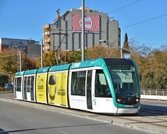Esplugues de Llobregat, Carrer de Laureà Miró 30.11.2017 (The STB) Tags: barcelona amb transportepúblico transporteurbano publictransport citytransport öpnv ov tram tramway tranvía strassenbahn strasenbahn streetcar