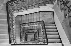 Hamburg - Haus Pincon (peterkaroblis) Tags: hamburg treppenhaus staircase haus house building gebäude innenansicht architektur architecture interiordesign innenarchitektur interieur interiorarchitecture lines curves linesandcurves geometry geometrie schwarzweis blackandwhite
