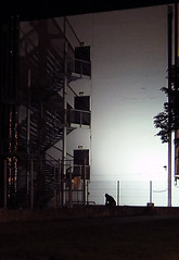 Laat geworden (Merodema) Tags: wachtsje eenzaam lonely trap donker duister dark