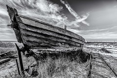 forgotten ship (blende9komma6) Tags: fischlanddarszingst forgotten ship nikon z6 schiff strand beach fotofestival horizonte zingst bw sw meer baltic sea ostsee ozean