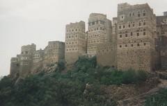 Un village magnifique dans les environs de Sana'a (Jauss) Tags: yémen yemen اليَمَن صنعاء village gratteciel pisé