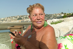 (The Queen of Mappatella Beach, 2019) (Robbie McIntosh) Tags: leicam9p leica m9p rangefinder streetphotography 35mm leicam autaut candid strangers leicaelmarit28mmf28iii elmarit28mmf28iii elmarit 28mm seaside tan naked sand lidomappatella mappatellabeach woman belly flash portrait colorstreet