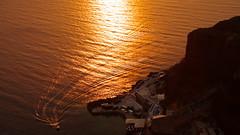 Coming home (Santorini, Greece) (armxesde) Tags: sea sun water island meer wasser sonnenuntergang pentax aegean insel santorini greece ia griechenland sonne santorin ricoh oia cyclades k3 kykladen ägäis sunset boot boat goldenhour goldenestunde