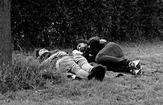Cosa c'entra la notte con il sonno ? 😎 (rossolev) Tags: monza italia italy italie milano parcodimonza villareale lombardia quinoncetrippapersalvinoedimaio street notte sonno riposino riposo erba gente forsesognanoilmare