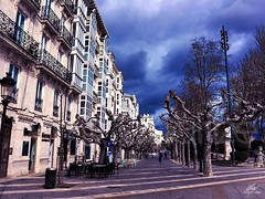 Paseo invernal (Amy Charlize) Tags: amycharlize focosocial winter clouds burgos spain city street urban