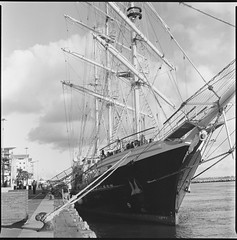 Poole Quay (Attila Pasek (Albums!)) Tags: bronicasqa mediumformat 6x6 port 120film film analogue ship poole delta camera blackandwhite rope old ilford 400 bw