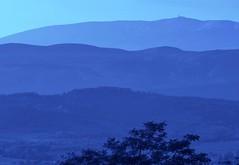ligne bleue du Mont Ventoux depuis Bonieux, fin mai 2012... Reynald ARTAUD (Reynald ARTAUD) Tags: 2012 fin mai provence mont ventoux depuis bonnieux reynald artaud