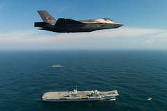 Lockheed Martin F-35B Lightning II fighter jet. (aeroman3) Tags: f35b f35 lightning jsf firstlanding takeoff fastjet integratedtestforce itf carrierstrikegroup csg westlant18 aerial surfaceship aircraftcarrier atlanticnorth queenelizabeth lockheedmartin portsmouth hampshire uk