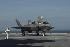 Royal Navy Commander, Nathan Gray takes off. (aeroman3) Tags: f35b f35 lightning jsf firstlanding takeoff fastjet integratedtestforce itf carrierstrikegroup csg westlant18 aerial surfaceship aircraftcarrier atlanticnorth queenelizabeth qe arronhoare portsmouth hampshire uk