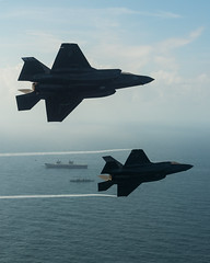 Lockheed Martin F-35B Lightning II fighter jets. (aeroman3) Tags: f35b f35 lightning jsf firstlanding takeoff fastjet integratedtestforce itf carrierstrikegroup csg westlant18 aerial surfaceship aircraftcarrier atlanticnorth queenelizabeth lockheedmartin portsmouth hampshire uk