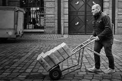 Nachschub (Deinert-Photography) Tags: streetfotografie hamburg street schwarzweis deutschland schwarzweiss fujifilm23mmf14 fujifilmxt3 blackwhite citylife fuji streetart streetphoto streetphotography ubanphotography urban xt3