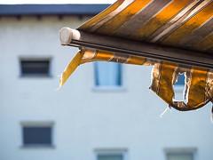 20190607-026 (sulamith.sallmann) Tags: berlin brunnenviertel defekt deutschland europa gelb gestreift jalousie kaputt mitte sonnendach sonnenschutz stoff streifen textil wedding zerstört sulamithsallmann