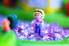 Petite fille dans une mare de diamants (Christian Chene Tahiti) Tags: macromondays childhoodtoys canon 6d jeu game vert bleu rose fille girl diamond jaune couleur colour hmm macro paea tahiti bokeh closer closeup pourpre diamant