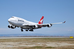 Oscar Echo Bravo (Rich Snyder--Jetarazzi Photography) Tags: qantas qfa qf boeing 747 747400 74748e b747 b744 vhoeb landing arriving arrival sanfranciscointernationalairport sfo ksfo millbrae california ca airplane airliner aircraft jet plane jetliner jumbojet airside