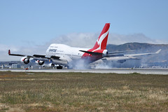 OEB (Rich Snyder--Jetarazzi Photography) Tags: qantas qfa qf boeing 747 747400 74748e b747 b744 vhoeb landing arriving arrival sanfranciscointernationalairport sfo ksfo millbrae california ca airplane airliner aircraft jet plane jetliner jumbojet airside