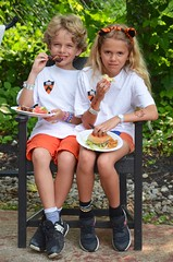 The Kids Sharing A Chair At Tower (Joe Shlabotnik) Tags: violet everett reunions2019 reunions 2019 princeton towerclub princetonreunions june2019 afsdxvrzoomnikkor18105mmf3556ged faved