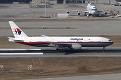 9M-MRO, Boeing 777-200ER, Malaysian Airlines, Hong Kong (ColinParker777) Tags: 9mmro boeing 777 b777 772 b772 777200 77e b777200 aircraft airplane plane aviation fly flying flight spotting planes missing crashed hijack mh370 mystery disappear vanish mh mas malaysian airlines airways air mab canon 7d 100400 l lens zoom telephoto pro vhhh hkg hong kong chek lap kok airport international hksar