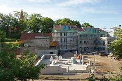 Wohnungsbau Altefähr (Stand 09.06.2019) (Carl-Ernst Stahnke) Tags: altefähr wohnungsbau eigentumswohnungen seebad klingenberg fährberg baustelle investor kirche erdbewegung