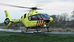 Airbus H135 Lifeliner (Robbies pictures) Tags: fuji xs1 netherlands medical air assistance bus h135 river ambulance heli copter life liner weiland gras