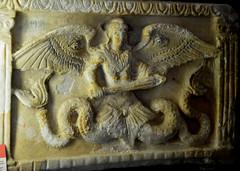 Urne cinéraire, musée Guarnacci (RarOiseau) Tags: italie toscane musée intérieur urne sculpture volterra
