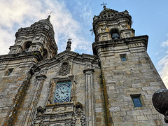 LAS 10:15 (bacasr) Tags: ancient hicking viajando caminando baroque campanarios caminoportugués clock church belltowers caminodesantiago facade travelling barroco cielo sanctuary towers reloj españa torres antiguo sky iglesia fachada galicia santuario thewayofsaintjames