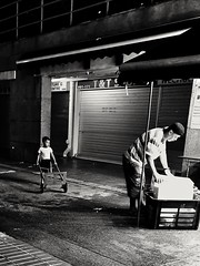 2019-06-09_06-00-50 (jumppoint5) Tags: blackandwhite bnw light shadow city urban contrast street together people