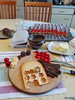 Fingerfood 02 (villa.chaos) Tags: fingerfood häppchen snack pumpernickel schwarzbrot westfalen käse tomaten gouda hochzeit