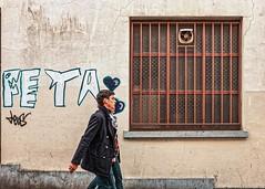Ils sont faits l'un pour l'autre (Jean-Marie Lison) Tags: x100t bruxelles saintgilles streetart graphe tag fenêtre grille