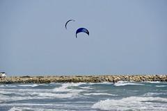 Am Strand von Saintes-Maries-de-la-Mer (urmeline) Tags: kitesurfer wasser südfrankreich mittelmeer saintesmariesdelamer