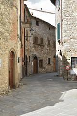 alt & schmal (grasso.gino) Tags: italien italy italia toskana toscana tuscany chianti nikon d7200 strase street alt old schmal narrow radda
